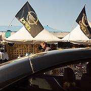 05.06.2015, Opel-Treffen Oschersleben, Sachsen-Anhalt.<br />Auf der &quot;Einkaufsmeile&quot; des Treffens konnten sich die Opelaner mit verschiedenen Fan-Artikeln eindecken, viele schlenderten an den St&auml;nden vorbei - einige fuhren vorbei. <br /><br />&copy;Harald Krieg/Agentur Focus