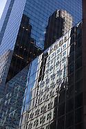 New York  , buildings reflection on mirror tower.United states/  reflets des buildings sur la 42 me rue. New York  Etats-unis