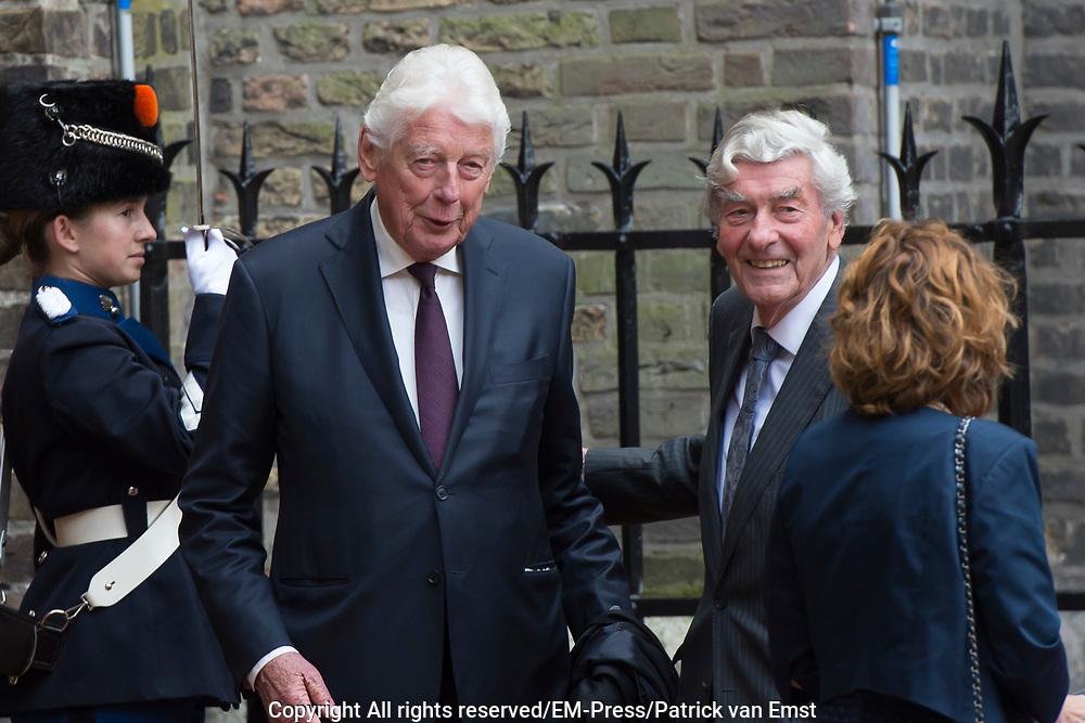Prinsjesdag - Aankomst politici bij de Ridderzaal. Zoals ieder jaar ging Prinsjesdag ook dit keer weer gepaard met hoedjes in allerlei soorten en maten.<br /> <br /> Op de foto / On the photo: <br />  Wim Kok en Ruud Lubbers