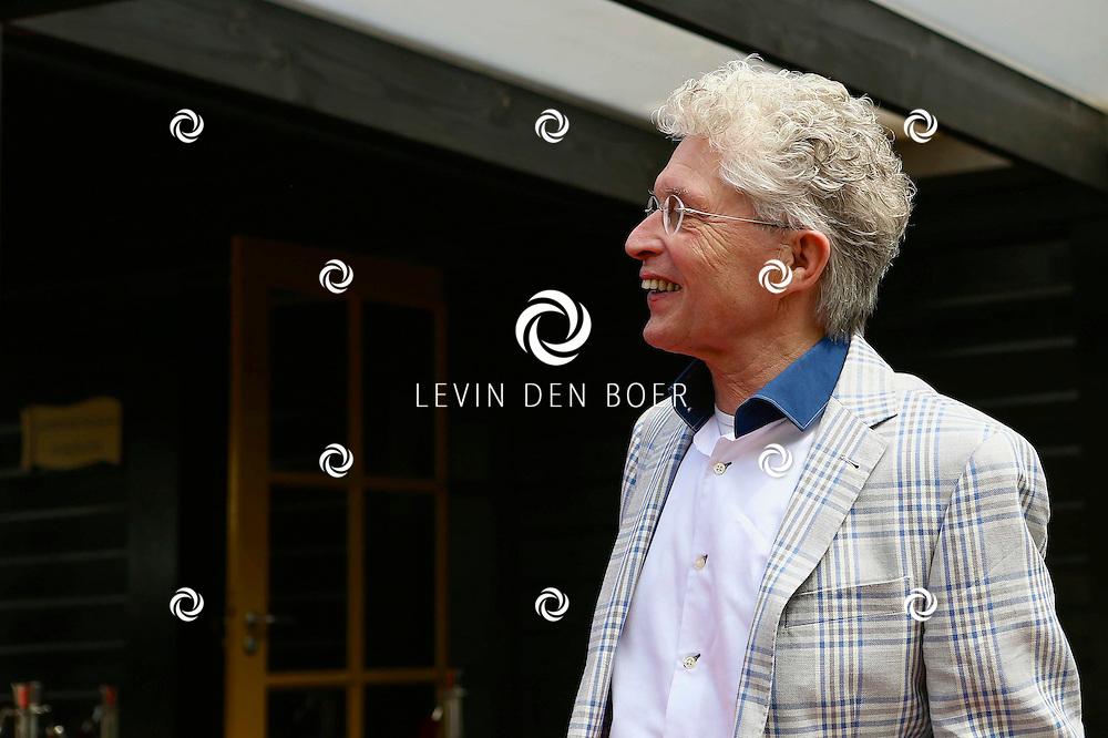 HIERDEN - In de Zwaluwhoeve is de Nederlandse primeur van de Mindspa. Met op de foto  Jacques d'Ancona. FOTO LEVIN DEN BOER - PERSFOTO.NU