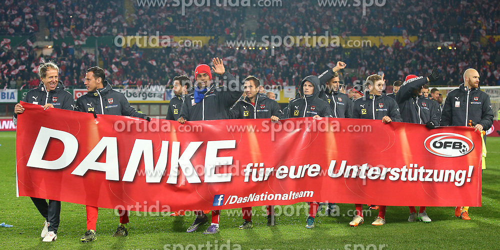 12.10.2015, Ernst Happel Stadion, Wien, AUT, UEFA Euro 2016 Qualifikation, Oesterreich vs Liechtenstein, Gruppe G, im Bild Spieler mit Banner // during the UEFA EURO 2016 qualifier group G between Austria and Liechtenstein at the Ernst Happel Stadion, Vienna, Austria on 2015/10/12. EXPA Pictures © 2015, PhotoCredit: EXPA/ Thomas Haumer