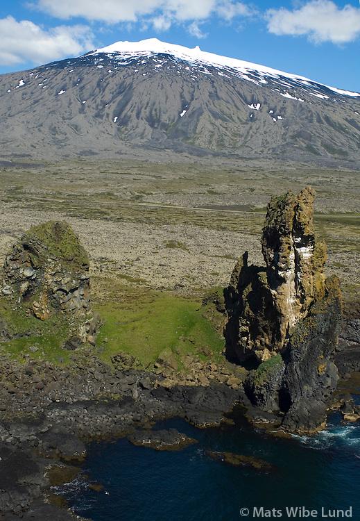 Lóndrangar og Snæfellsjökull til norðurs, Snæfellsbær áður Breiðuvíkurhreppur / Londrangar and Snaefellsjokull glacier and volcano viewing north.