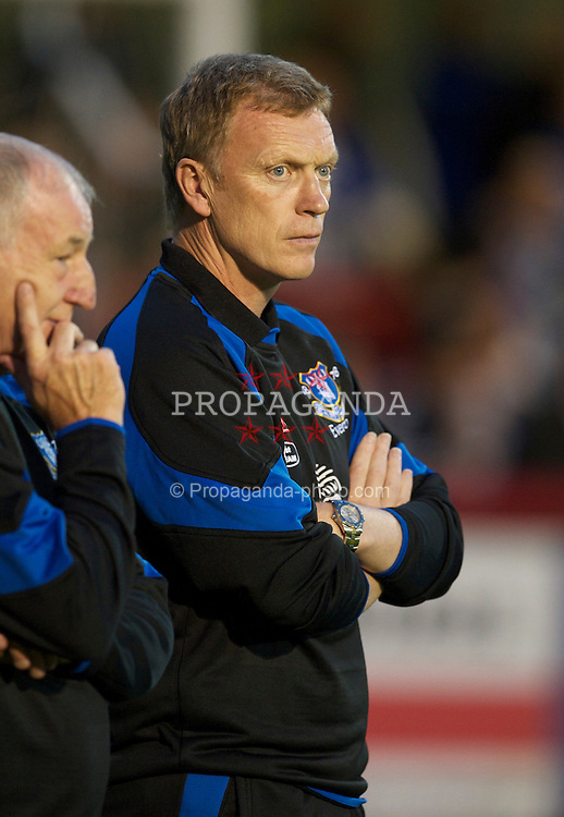 BRENTFORD, ENGLAND - Tuesday, September 21, 2010: Everton's manager David Moyes before the Football League Cup 3rd Round match against Brentford at Griffin Park. (Photo by David Rawcliffe/Propaganda)