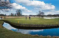 AMSTERDAM -  Openbare Golfbaan De Hoge Dijk in Amsterdam. Par 3, Hole6 Holendrecht baan. COPYRIGHT KOEN SUYK