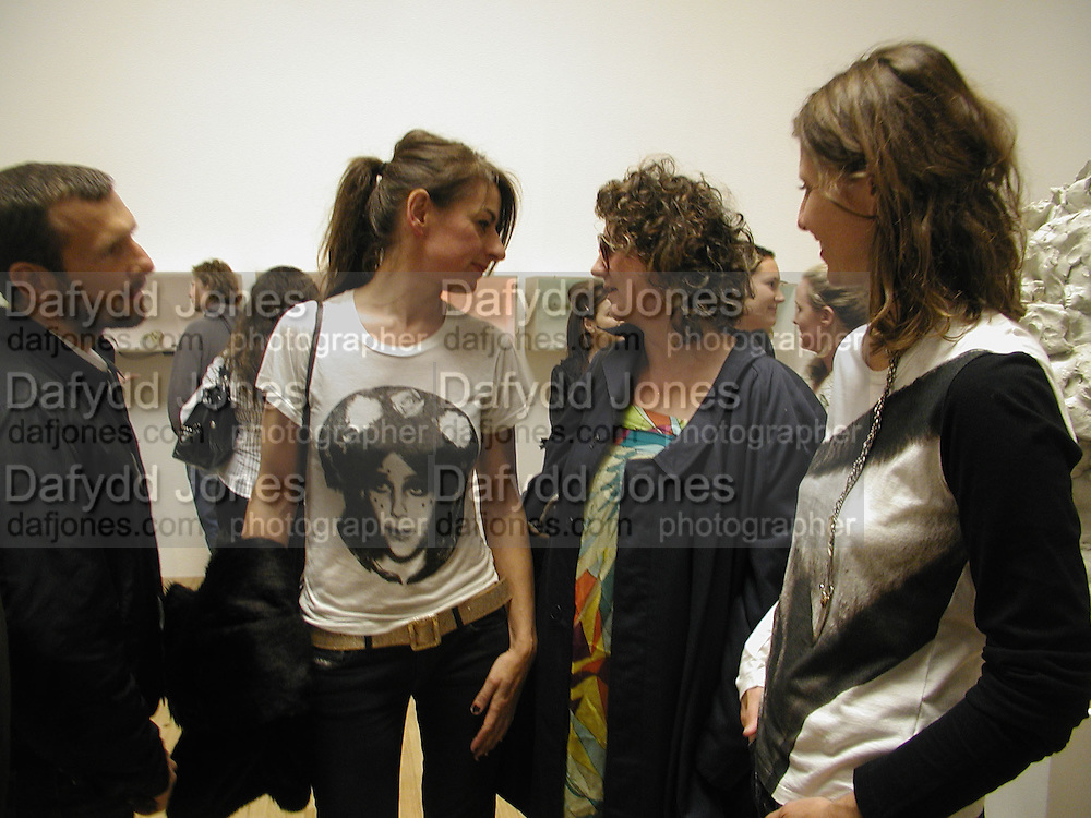 Rebecca Warren and Anya Gallacio, Turner Prize 2006 private view of an exhibition of work by this year's shortlist (Rebecca Warren, Tomma Abts, Phil Collins and Mark Titchner) for visual arts prize. Tate Brittain. London 3 October 2006. -DO NOT ARCHIVE-© Copyright Photograph by Dafydd Jones 66 Stockwell Park Rd. London SW9 0DA Tel 020 7733 0108 www.dafjones.com