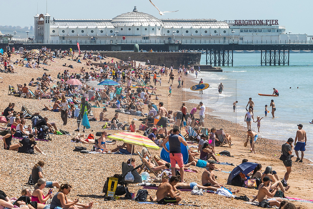 © Licensed to London News Pictures. 25/05/2020. Brighton, UK. Members of the public take to the beach in Brighton and Hove own the May Bank Holiday Monday as hot and sunny weather is hitting the seaside resort. Photo credit: Hugo Michiels/LNP