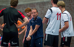 30-05-2016 NED: Training VCV 2 in sporthal West, Veenendaal<br /> Coach Hans Seubring