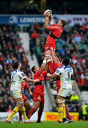 Juan Smith of Toulon wins the ball at a lineout - Photo mandatory by-line: Patrick Khachfe/JMP - Mobile: 07966 386802 02/05/2015 - SPORT - RUGBY UNION - London - Twickenham Stadium - ASM Clermont Auvergne v RC Toulon - European Rugby Champions Cup Final