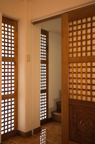 Filipino doors and windows may resemble Japanese \ shoji\  or sliding paper doors but. & Traditional Filipino Shell Windows | John Lander Photography