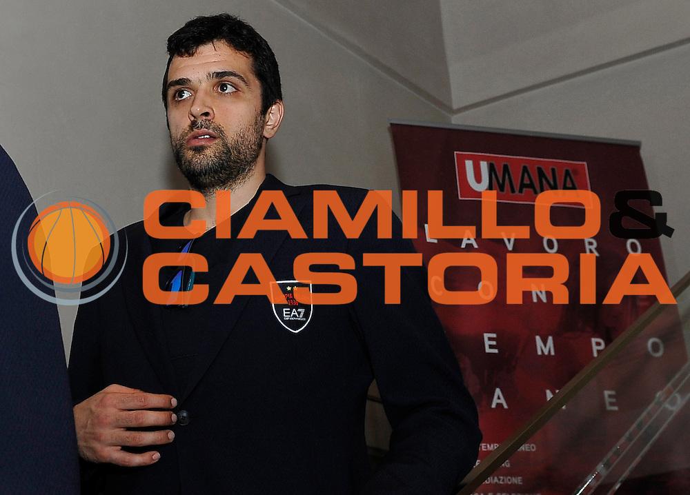 DESCRIZIONE : Milano Armani Caffe' Aperitivo Umana EA7 Olimpia Milano<br /> GIOCATORE : Krunoslav Simon<br /> CATEGORIA : <br /> SQUADRA : EA7 Emporio Armani Olimpia Milano<br /> EVENTO : Aperitivo Umana EA7 Olimpia Milano<br /> GARA : Aperitivo Umana EA7 Olimpia Milano<br /> DATA : 21/04/2016<br /> SPORT : Pallacanestro <br /> AUTORE : Agenzia Ciamillo-Castoria/R.Morgano