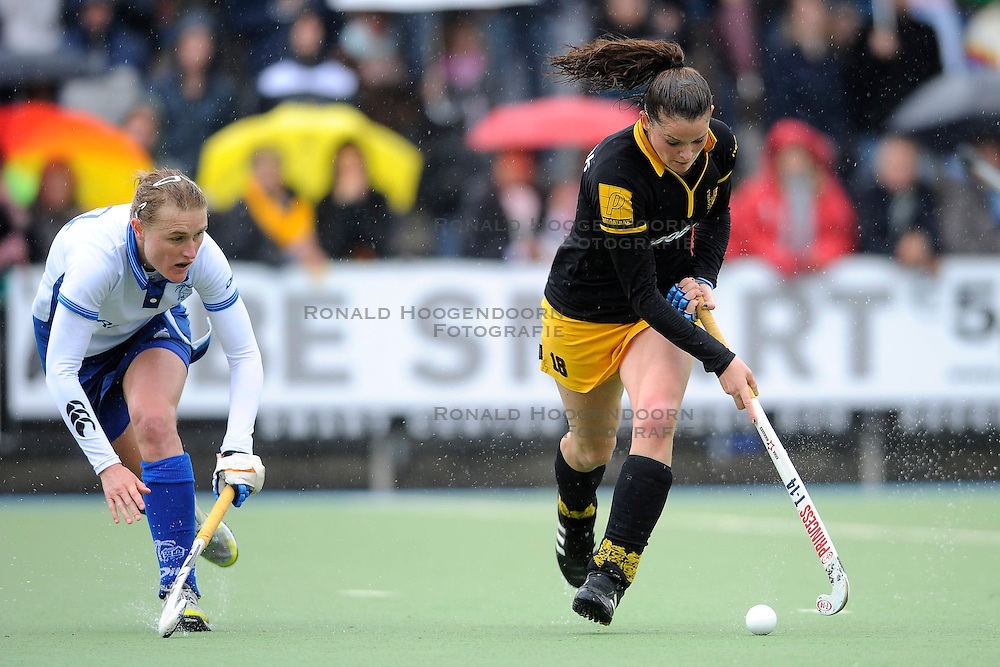 01-05-2010 HOCKEY: KAMPONG - DEN BOSCH: UTRECHT <br /> Kampong verliest de eerste wedstrijd in de play-offs met 1-0 van Den Bosch / <br /> Lidewij Welten en Marieke Dijkstra<br /> &copy;2010-WWW.FOTOHOOGENDOORN.NL