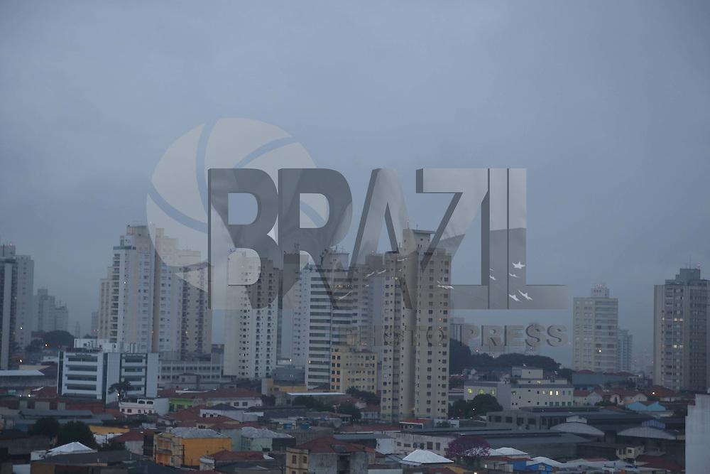SAO PAULO, SP, 20/06/2012, CLIMA TEMPO.<br /> <br /> O primeiro dia do inverno ser&aacute; chuvoso em todo o periodo.<br /> <br /> Luiz Guarnieri/ Brazil Photo Press.