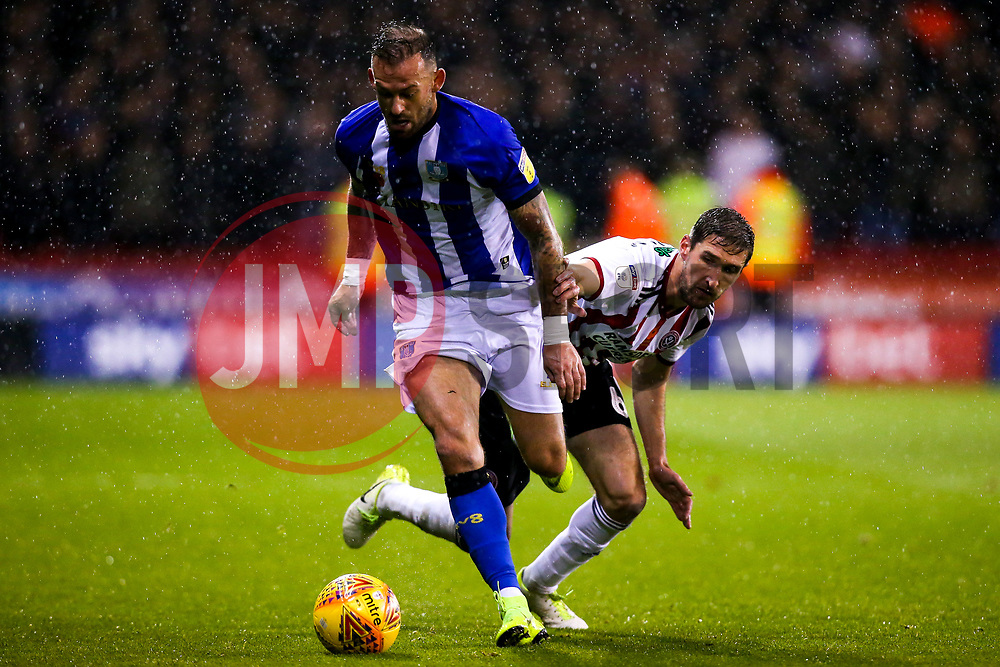 Steven Fletcher of Sheffield Wednesday takes on Jack O'Connell of Sheffield United - Mandatory by-line: Robbie Stephenson/JMP - 09/11/2018 - FOOTBALL - Bramall Lane - Sheffield, England - Sheffield United v Sheffield Wednesday - Sky Bet Championship