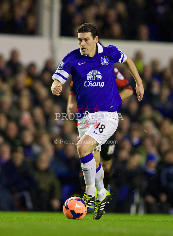 LIVERPOOL, ENGLAND - Saturday, January 4, 2014: Everton's Gareth Barry in action against Queens Park Rangers during the FA Cup 3rd Round match at Goodison Park. (Pic by David Rawcliffe/Propaganda)