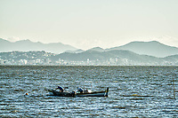 Barco de pescadores em frente a Praia de Santo Antonio de Lisboa. Florianópolis, Santa Catarina, Brasil. / Fishermen boat in front of Santo Antonio de Lisboa Beach. Florianopolis, Santa Catarina, Brazil.