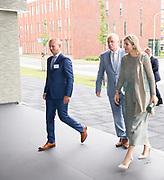 Hare Majesteit Koningin M&aacute;xima heeft dinsdag 19 juni een werkbezoek gebracht aan het protonentherapiecentrum van het Universitair Medisch Centrum Groningen (UMCG). Protonentherapie is een innovatieve bestralingsbehandeling voor kankerpati&euml;nten. Het UMCG is het eerste ziekenhuis in Nederland dat sinds januari 2018 deze therapie aanbiedt.<br /> <br /> Her Majesty Queen M&aacute;xima  visits the proton therapy center of the University Medical Center Groningen (UMCG) on Tuesday 19 June. Proton therapy is an innovative radiation treatment for cancer patients. The UMCG is the first hospital in the Netherlands to offer this therapy since January 2018.
