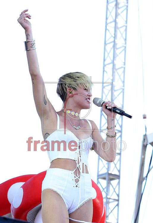 *BRAZIL ONLY *ATENÇÃO EDITOR, IMAGEM EMBARGADA PARA VEÍCULOS INTERNACIONAIS* wenn20686108 - Las Vegas, EUA -  21//09/2013 - A cantora Miley Cyrus se apresenta no iHeartRadio Music Festival Village, no MGM Grand, em Las Vegas, EUA. Foto: Judy Eddy/Wenn/Frame