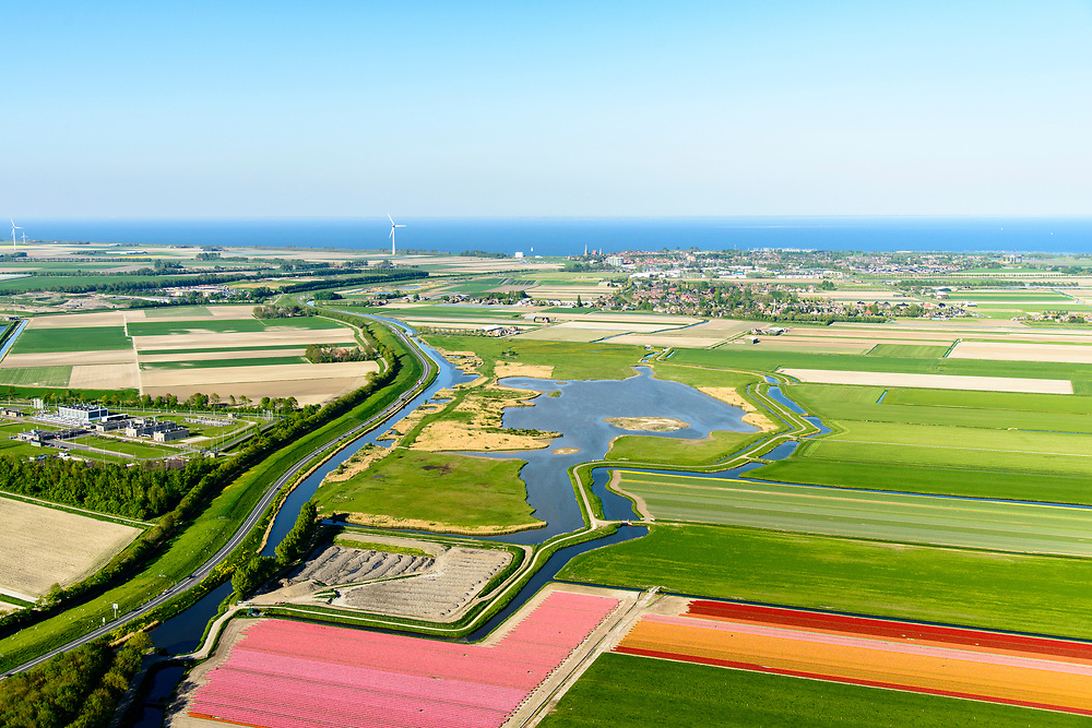 Nederland, Noord-Holland, Gemeente Medemblik, 07-05-2018; <br /> Waterberging Twisk, gebied gereserveerd voor opvang van water bij hevige regenval. Gelegen naast Westfriesedijk (Westfriese Omringdijk), gezien naar Opperdoes en Medemblik.<br /> Water storage Twisk, North-Holland, area reserved for the collection of water during heavy rainfall.<br /> <br /> luchtfoto (toeslag op standard tarieven);<br /> aerial photo (additional fee required);<br /> copyright foto/photo Siebe Swart