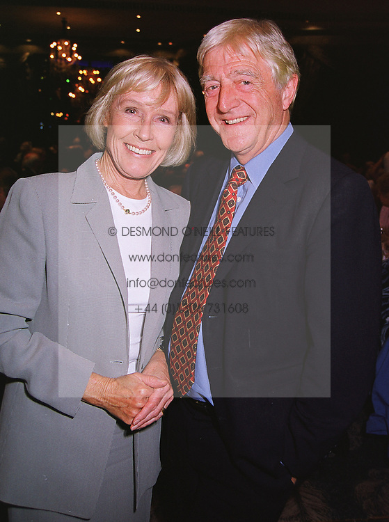 MR & MRS MICHAEL PARKINSON he is the TV presenter, at a luncheon in London on 25th June 1999.MTU 7