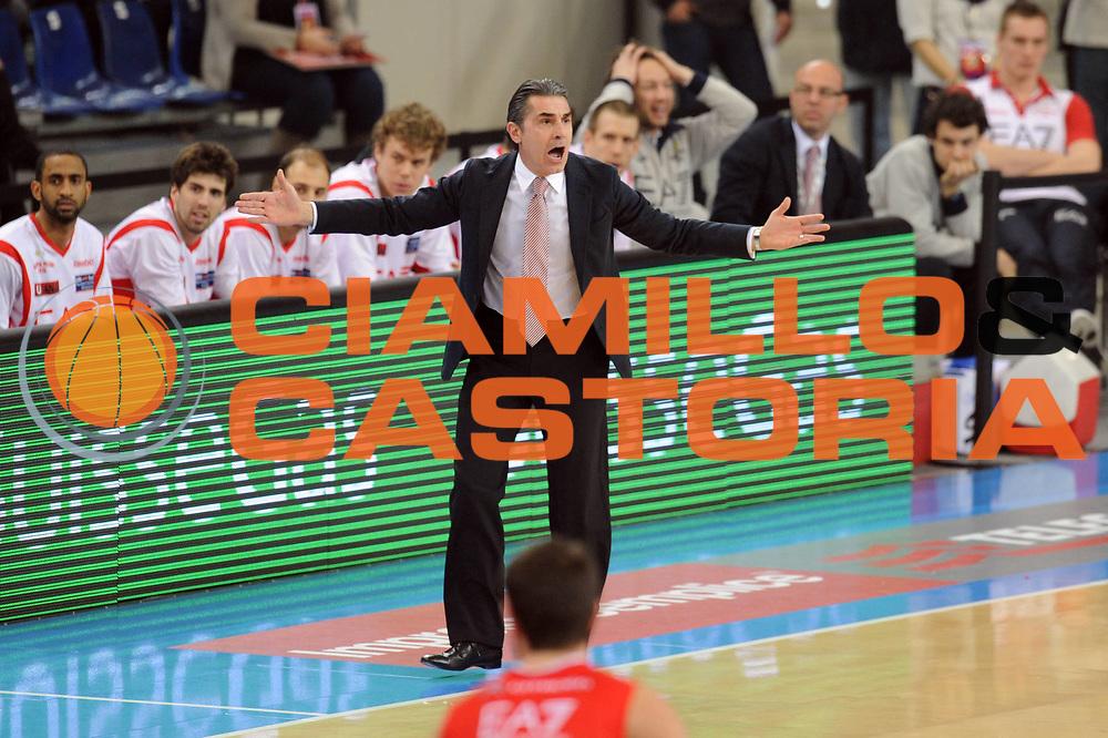 DESCRIZIONE : Torino Coppa Italia Final Eight 2012 Semifinale Montepaschi Siena EA7 Emporio Armani Milano<br /> GIOCATORE : Sergio Scariolo<br /> SQUADRA : EA7 Emporio Armani Milano <br /> EVENTO : Suisse Gas Basket Coppa Italia Final Eight 2012<br /> GARA : Montepaschi Siena EA7 Emporio Armani Milano<br /> DATA : 18/02/2012<br /> CATEGORIA : ritratto delusione<br /> SPORT : Pallacanestro<br /> AUTORE : Agenzia Ciamillo-Castoria/GiulioCiamillo<br /> Galleria : Final Eight Coppa Italia 2012<br /> Fotonotizia : Torino Coppa Italia Final Eight 2012 Semifinale Montepaschi Siena EA7 Emporio Armani Milano<br /> Predefinita :