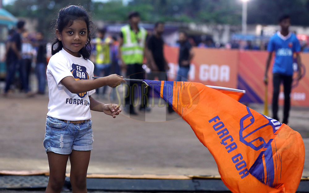 A kid fan of FC Goa arrives  during match 8 of the Indian Super League (ISL) season 3 between FC Goa and FC Pune City held at the Fatorda Stadium in Goa, India on the 8th October 2016.<br /> <br /> Photo by Sandeep Shetty / ISL/ SPORTZPICS