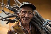 Bewoner van het plaatsje Cemoro Lawang, Bromo, Oost Java.