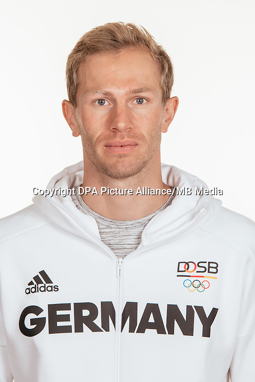 Eike Onnen poses at a photocall during the preparations for the Olympic Games in Rio at the Emmich Cambrai Barracks in Hanover, Germany, taken on 19/07/16 | usage worldwide