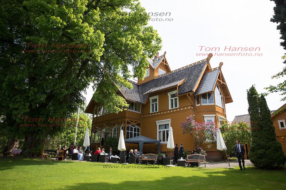 SURNADAL, 2014-5-24;  Ketil og Marta giftet seg i Villa Lilleborg på Ormøya. FOTO:  TOM HANSEN
