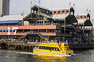 New York . south street seaport view from  water taxi, taxi boat  Manhattan /  south street seaport  vue du water taxi, bateau taxi  New york - Etats unis