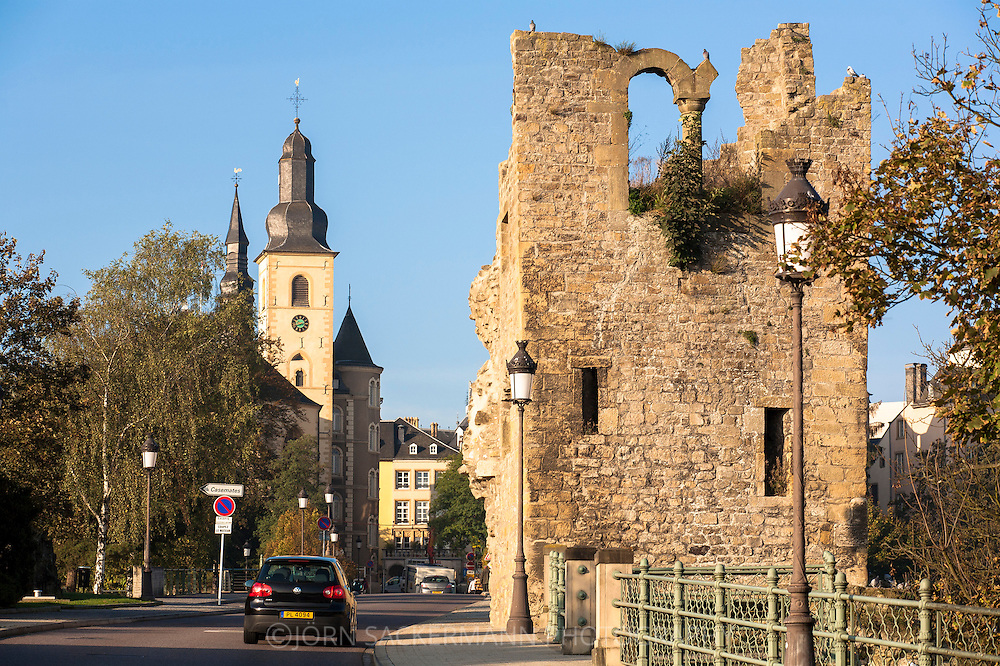 LUX, Luxembourg, city of Luxembourg, church St. Michel and remains of a tower of the Castle Bridge.<br /> <br /> LUX, Luxemburg, Stadt Luxemburg, St. Michaels Kirche und Turmruine auf der Schlossbruecke.