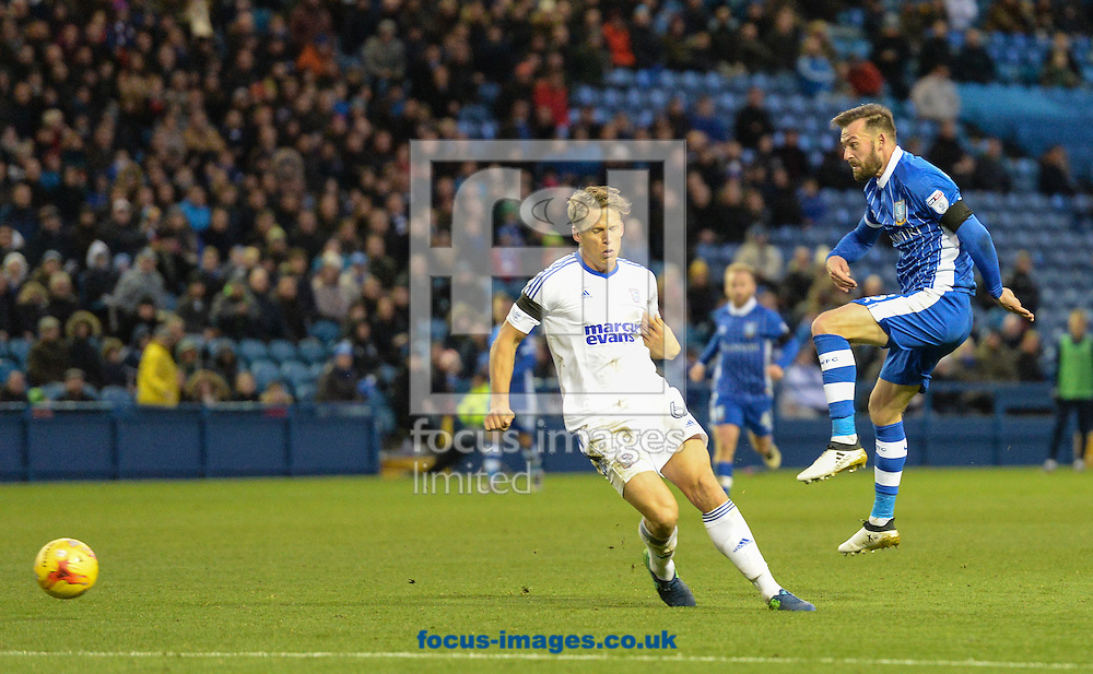 Steven Fletcher of Sheffield Wednesday tries a long range shot during the Sky Bet Championship match at Hillsborough, Sheffield<br /> Picture by Richard Land/Focus Images Ltd +44 7713 507003<br /> 05/11/2016