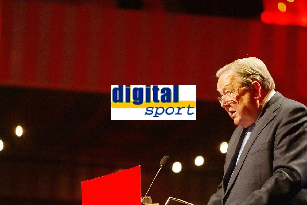 Fotball, 17. april 2002.  Svenske Lennart Johansson, president i UEFA.