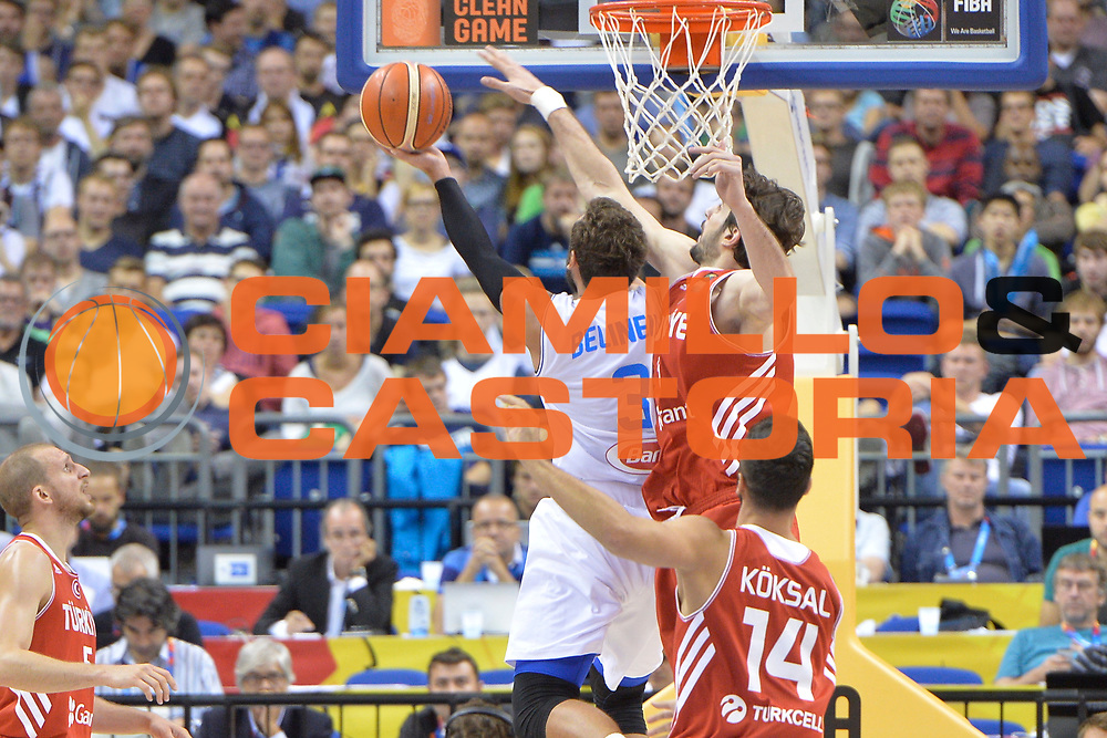 DESCRIZIONE : Berlino Berlin Eurobasket 2015 Group B Turkey Italy <br /> GIOCATORE : Marco Belinelli<br /> CATEGORIA :Controcampo tiro difesa<br /> SQUADRA : Italy<br /> EVENTO : Eurobasket 2015 Group B <br /> GARA : Turkey Italy<br /> DATA : 05/09/2015 <br /> SPORT : Pallacanestro <br /> AUTORE : Agenzia Ciamillo-Castoria/Mancini Ivan<br /> Galleria : Eurobasket 2015 <br /> Fotonotizia : Berlino Berlin Eurobasket 2015 Group B Turkey Italy