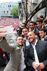 24.05.2015, Marienplatz, Muenchen, GER, 1. FBL, FC Bayern Muenchen, Meisterfeier, im Bild Rafinha (L) of Bayern Muenchen and his team mates (L-R) David Alaba, Medhi Benatia, Tiago, Dante, Pepe Reina, Claudio Pizarro, Javier Martinez and Juan Bernat // during the German Bundesliga championship party of FC Bayern Munich at the Marienplatz in Muenchen, Germany on 2015/05/24. EXPA Pictures © 2015, PhotoCredit: EXPA/ Eibner-Pressefoto/ FCB/POOL<br /> <br /> *****ATTENTION - OUT of GER*****