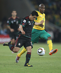 11.06.2010, Soccer City Stadium, Johannesburg, RSA, FIFA WM 2010, Südafrika (RSA) vs Mexico (MEX), im Bild Ricardo Osorio of Mexico in action with Katlego Mphela of South Africa, EXPA Pictures © 2010, PhotoCredit: EXPA/ IPS/ Mark Atkins