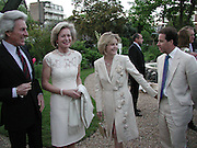 Earl of Lichfield, Lady Annunziata Asquith, Viscountess Linley and Viscount Linley. Cartier party after the preview of the Chelsea Flower show. physic Garden. London 21 May 2001. © Copyright Photograph by Dafydd Jones 66 Stockwell Park Rd. London SW9 0DA Tel 020 7733 0108 www.dafjones.com