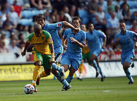 Photo: Rich Eaton.<br /> <br /> Coventry City v Norwich City. Coca Cola Championship. 09/09/2006. Robert Earnshaw of Norwich attacks the Coventry defence