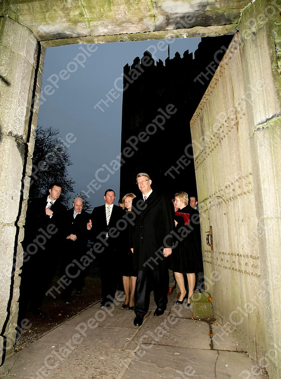 HE Mr Valdis Zatlers, the President of Latvia, followed by his wife, Mrs Lilita Zatlers, and John Ruddle, Chief Executive, Shannon Heritage, and Frank Larkin, Public Relations Manager, Shannon Development, during a visit to Bunratty Castle and Folk Park in Co Clare.Pic Arthur Ellis/Press22.