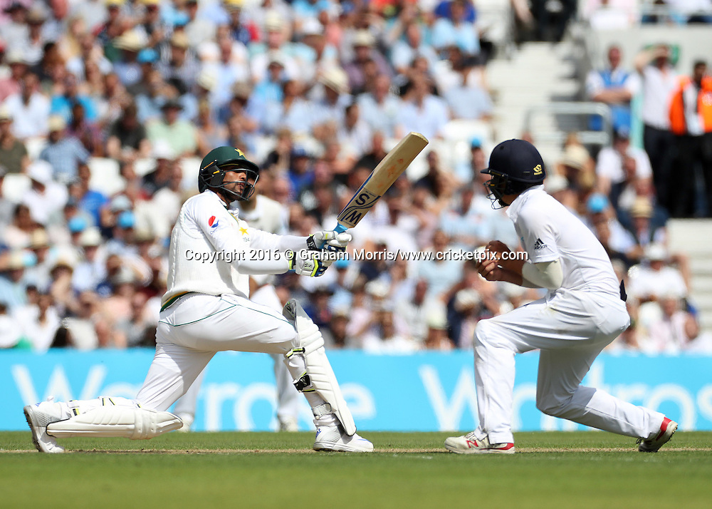 Mohammad Amir, six off the bowling of Moeen Ali, during the 4th Investec Test Match between England and Pakistan at the Kia Oval. Photo: Graham Morris/www.cricketpix.com (Tel:+44(0)20 8969 4192; Email: graham@cricketpix.com) 13/08/2016