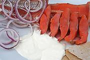 Den røkte røya fra Tydalsfisk er et produkt i verdensklasse og ble kåret til beste produkt på Trøndersk matmesse. Men juryen har ikke smakt rakfisken til den lille bedriften på Lauvøya. Foto: Bente Haarstad