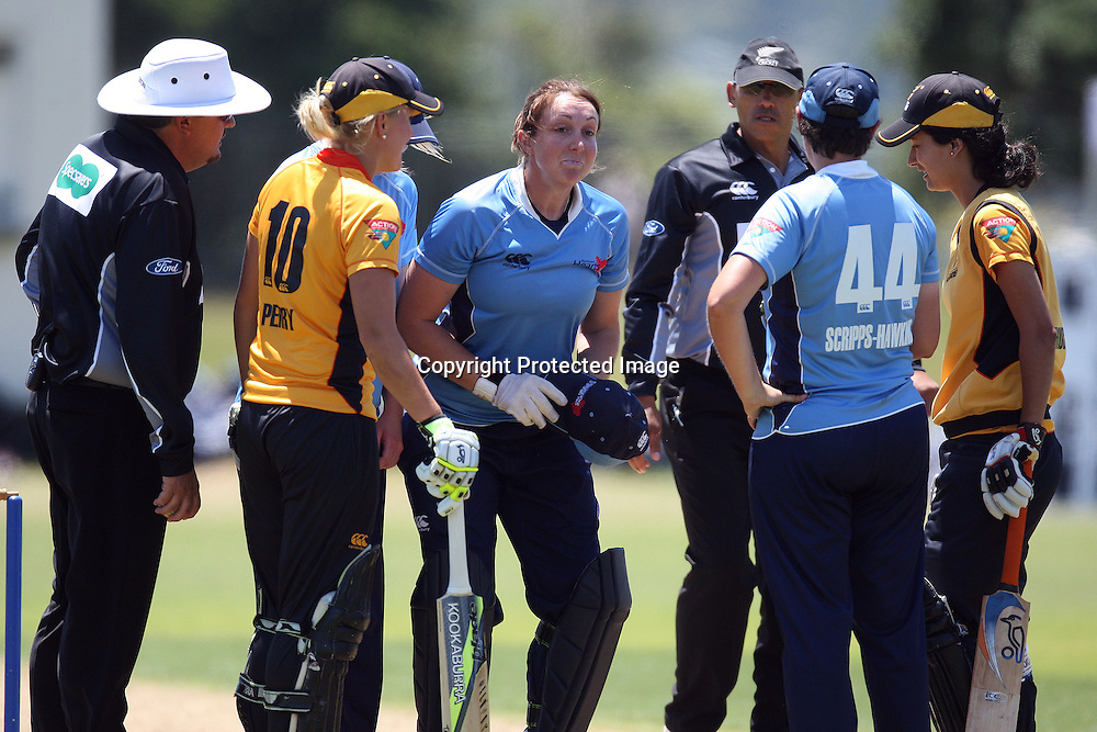 Auckland keeper Victoria Lind (center)after getting hit in the face with the ball. Women's One Day Cricket, Action Cricket Cup, Auckland Hearts v Wellington Blaze, Colin Maiden Park, Ground 2, Auckland, Saturday 15 January 2011, . Photo: Ella Brockelsby/photosport.co.nz