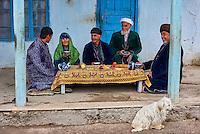 Ouzbékistan, province de Kachkadaria, environs de Chakhrisabz, famille ouzbek // Uzbekistan, Kachka Daria region, near Chakhrisabz, Uzbek family