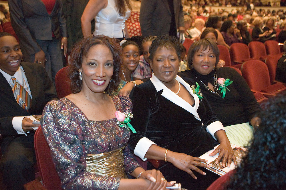 SP_282399_FREE_Ebony..Caption:(Monday 02/04/2008 St. Petersburg)Alpha Kappa Alpha committee members, Chairperson Christa Bruning, Co-Chairperson Wileen Weaver, and Chapter President Deborah Figgs-Sanders..Summary:Ebony Fashion Fair held at Mahaffey Theater...Photo by James Branaman