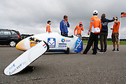 Op de RDW baan bij Lelystad test  Human Powered Team Delft en Amsterdam de nieuwe recordfiets , de VeloX3. Met de speciale ligfiets wil het team dat bestaat uit studenten van de TU Delft en de VU Amsterdam het wereldrecord fietsen verbreken. Dat staat nu op 133 km/h.<br /> <br /> At the RDW test track near Lelystad the Human Powered Team Delft and Amsterdam test the new record bike, the VeloX3. With the special recumbent bike the team, consisting of students of the TU Delft and the VU Amsterdam, wants to set a new world record cycling. The current speed record is 133 km/h.