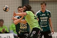 HÅNDBOLD: Jesper Dahl (Nordsjælland) presses af Markus Olsson (Skjern) under kampen i 888-Ligaen mellem Nordsjælland Håndbold og Skjern Håndbold den 7. marts 2018 i Helsinge Hallen. Foto: Claus Birch.