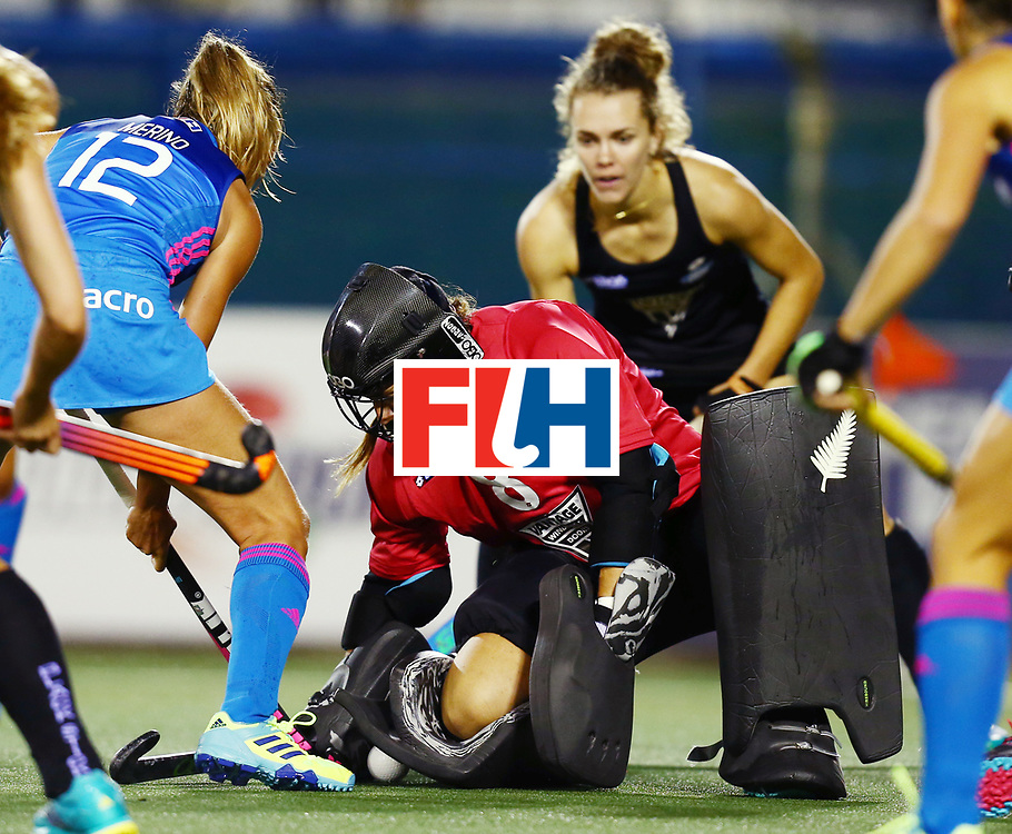 New Zealand, Auckland - 22/11/17  <br /> Sentinel Homes Women&rsquo;s Hockey World League Final<br /> Harbour Hockey Stadium<br /> Copyrigth: Worldsportpics, Rodrigo Jaramillo<br /> Match ID: 10304 - ARG vs NZL<br /> Photo: (12) MERINO Delfina against (8) RUTHERFORD Sally&nbsp;(GK)