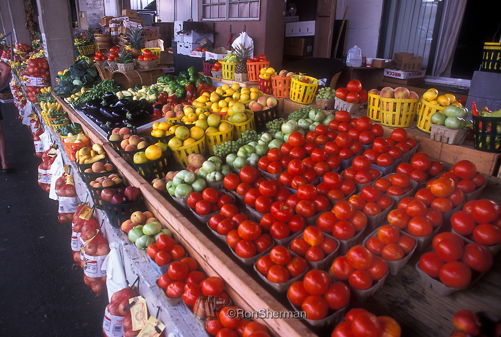 Atlanta Farmers Market is considered one of the largest of its kind in the world. It features a garden center, wholesale and retail activities, and is a major marketing hub and distribution point for fresh produce in the Southeast U.S.