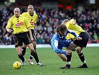 Fotball<br /> Championship England 2004/05<br /> Watford v Cardiff<br /> 28. desember 2004<br /> Foto: Digitalsport<br /> NORWAY ONLY<br /> BRYNJAR GUNNARSON TAKES OUT JUNICHI INAMOTO