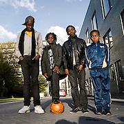 16-10-2010 2010 Amsterdam .Achterstandswijk Bijlmer, kinderen voetballen op straat en poseren voor de fotograaf. ..Foto: David Rozing