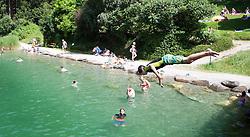 THEMENBILD - Hitzewelle, die Menschen suchen die Abkühlung in den Schwimmbädern und Seen, aufgenommen am 04.Juli 2015 beim Camping Aufenfeld in Aschau, Österreich// heatwave across Europe, People cool off in lakes and swimming pools, Aschau, Austria on 2015/07/04. EXPA Pictures © 2015, PhotoCredit: EXPA/ Jakob Gruber